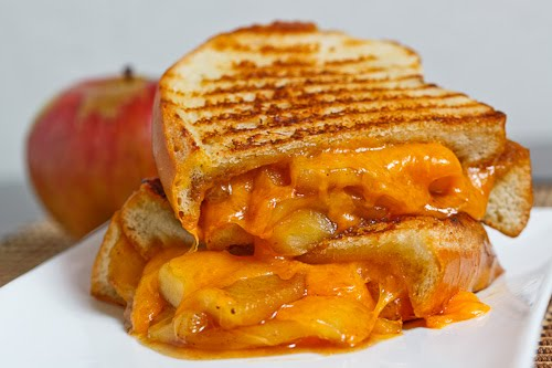 caramelizedapplegrilledcheesesandwich1500